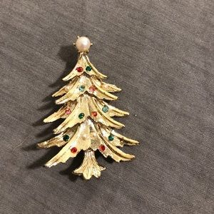 Jewelry - ‼️sale‼️NWOT Christmas tree pin